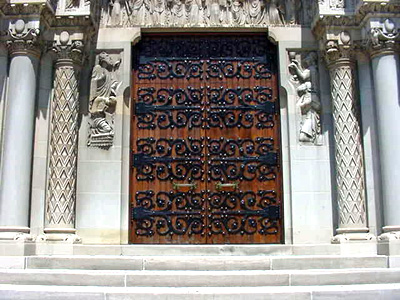 st_luke_s_door-stpaul-kate.JPG